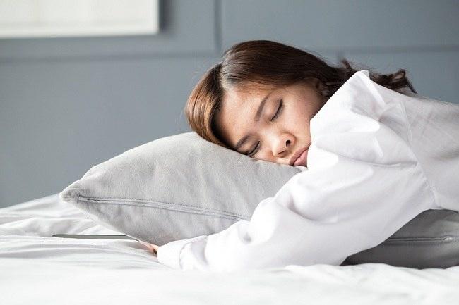Apakah Tidur Bisa Mengakibatkan Berat Badan Naik ?